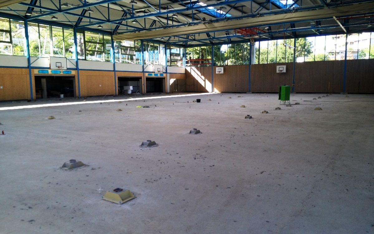 Halle vor Beginn der Sportbodenarbeiten