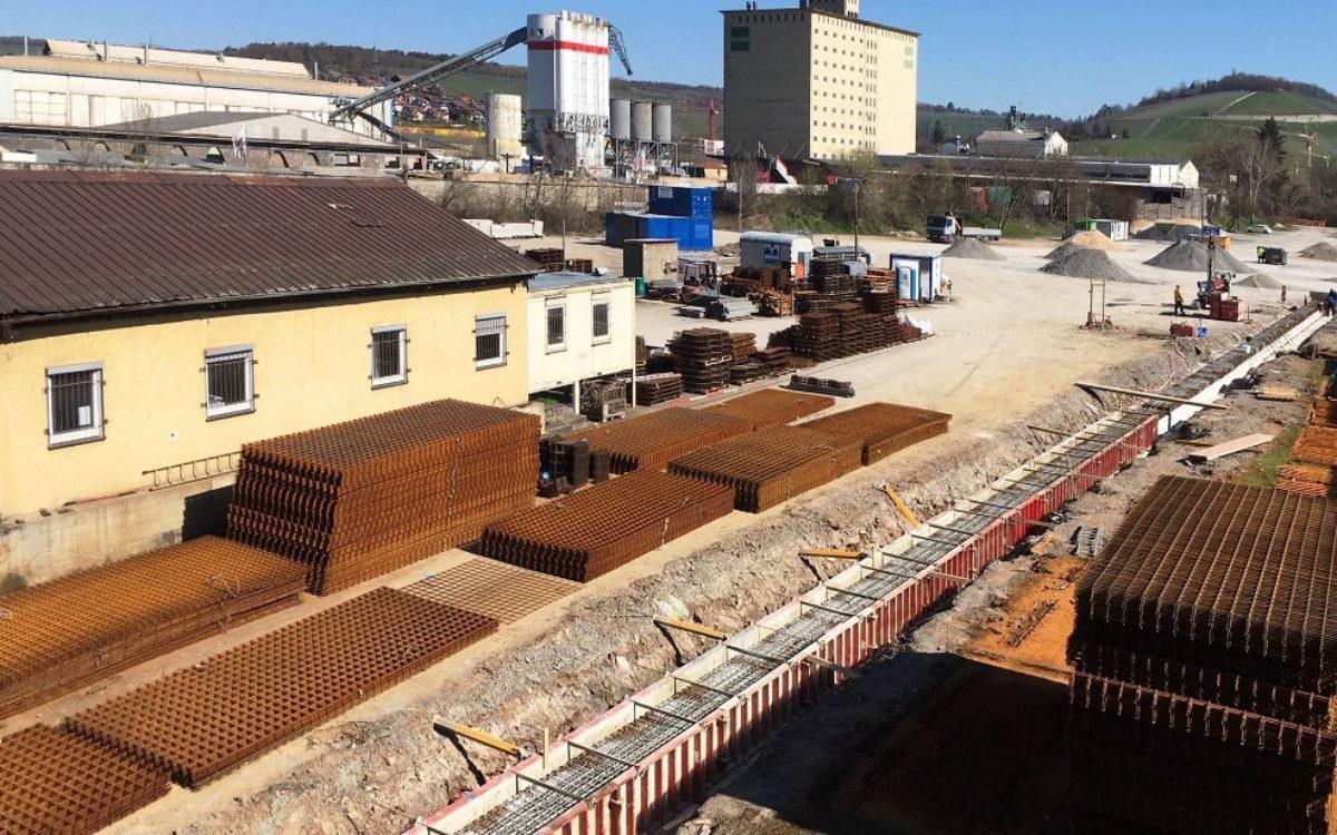 16-04-2020 Kranbahnfundamente und Stützmauer