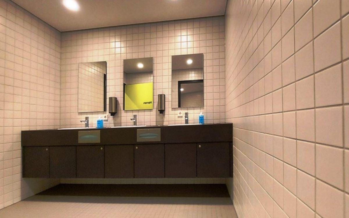 2020-11-18 Vorraum Herren-WC