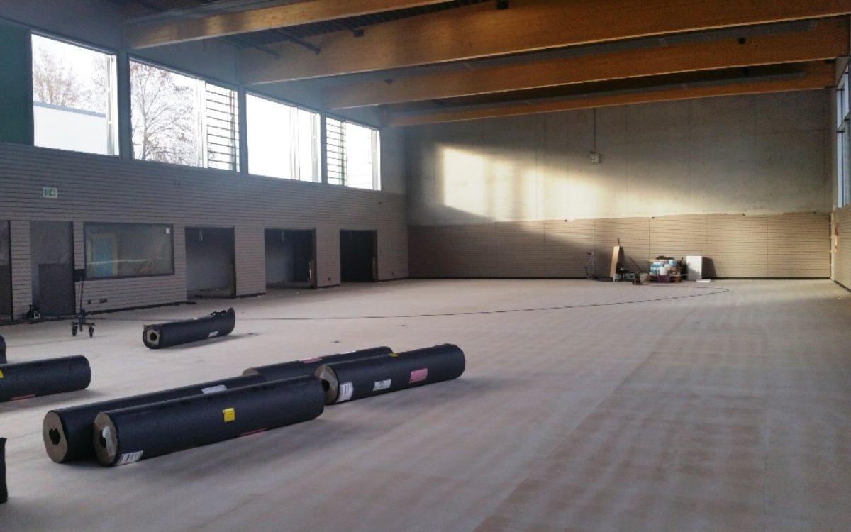 2021-02-10 Sportboden wird verlegt