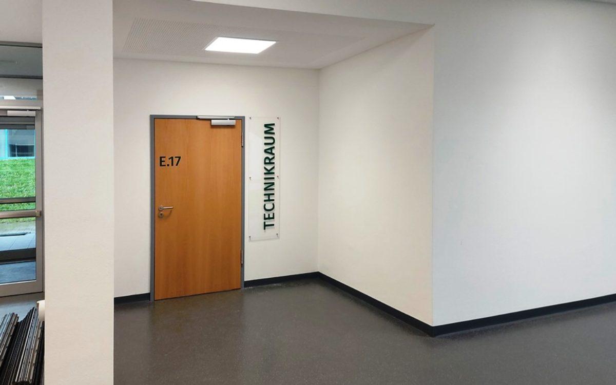 2021-05-12 Zugang Technikraum